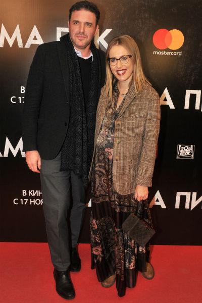 Ксения Собчак и Максим Виторган на премьере фильма. Ведущая на девятом месяце беременности