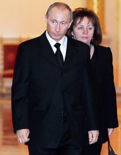 2007 год. Людмила и Владимир Путины на похоронах первого президента РФ Бориса Ельцина