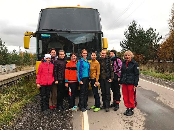 На первые соревнования команда ездила своим ходом, а сейчас обязательно все вместе — на автобусе