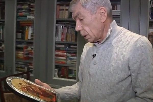 Юрий Николаев верит, что икона, привезенная с Афона, дает ему силы на борьбу с недугом