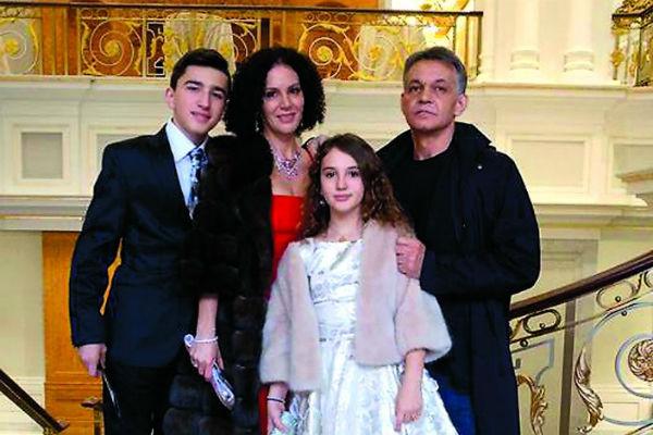 Павел поддерживает связь с женой и детьми Дмитрия Хворостовского