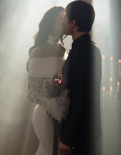 Алена Водонаева поделилась свадебным фото с Алексеем Косинусом