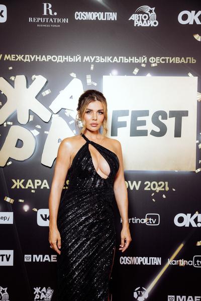 «Барановская будто купила платье на «Садоводе»: худшие наряды звезд на фестивале «ЖАРА»