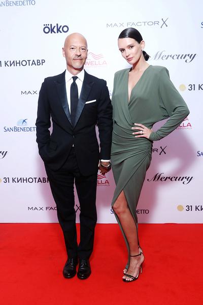 На закрытии фестиваля «Кинотавр» в 2020-м артистка появилась в платье Alexandre Vauthier и с макияжем от Armani