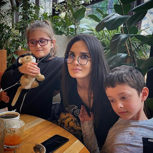 По словам модели, Павел обещал воспитывать ее сына, как родного