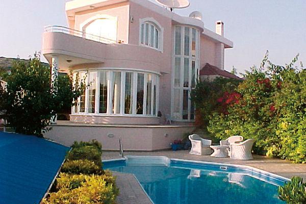 Первый дом певец купил в Майами в 90-х