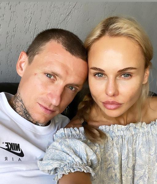 Футболист закрутил роман с блогером Надеждой