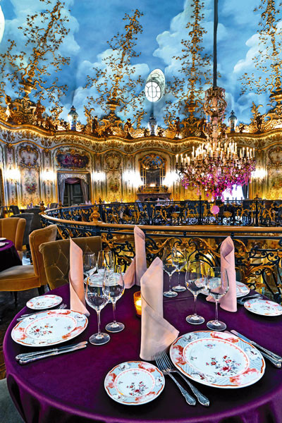 Под торжество забронировали один из залов ресторана «Турандот» за 2 млн рублей