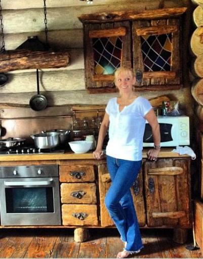 На кухне дома