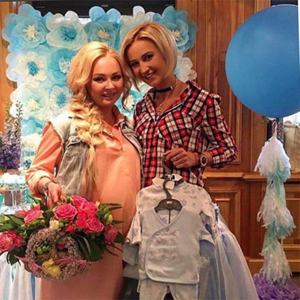 Ольга Бузова с подарками для мамы и ее будущего малыша