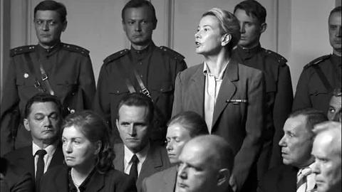 Юлия Высоцкая: «Кончаловский любит, когда люди страдают на съемочной площадке»