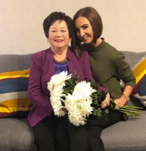 Ольга Бузова с бабушкой