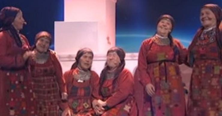 Экс-солистку «Бурановских бабушек» придавило колонкой на выступлении