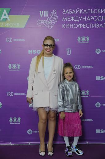 Певица Рита Солнцева с дочерью Дарьей