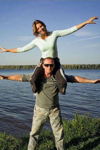 Пара отдыхает в Долгопрудном, отказавшись от поездок в жаркие страны из-за болезни