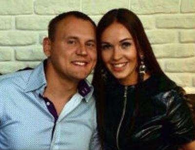 Степан Меньщиков пытается наладить отношения с женой