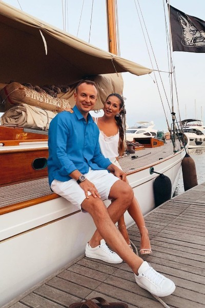 Сейчас Нюша отдыхает на море с супругом