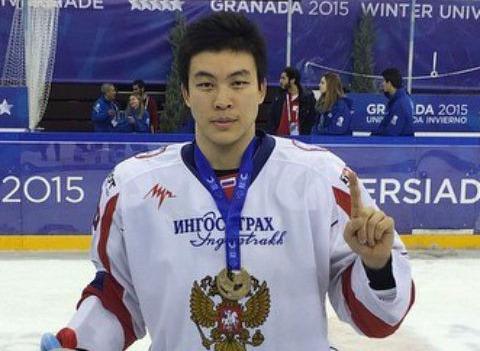 У хоккеиста Олега Ли угнали автомобиль за полтора миллиона рублей