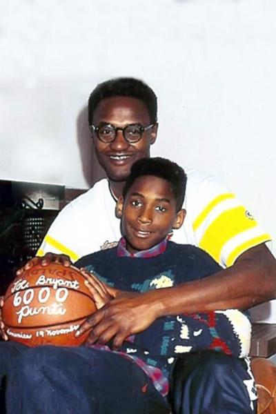 Тяга к баскетболу передалась Коби по наследству от отца