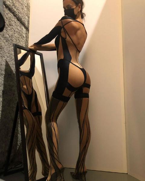 35-летняя модель демонстрирует идеальные формы
