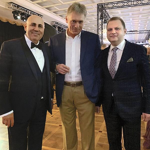 Иосиф Пригожин весь вечер что-то обсуждал с Дмитрием Песковым