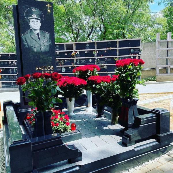 Артист показал могилу отца в социальных сетях