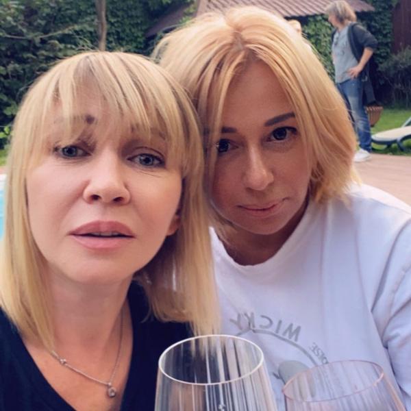 Татьяна Иванова и Алена Апина продолжают встречаться, несмотря на многочисленные слухи о размолвках