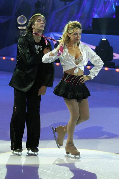 В паре с Петром Красиловым Грищук стала победительницей шоу «Танцы на льду»