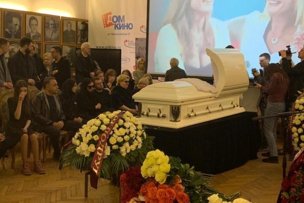 В Москве простились с Ириной Цывиной
