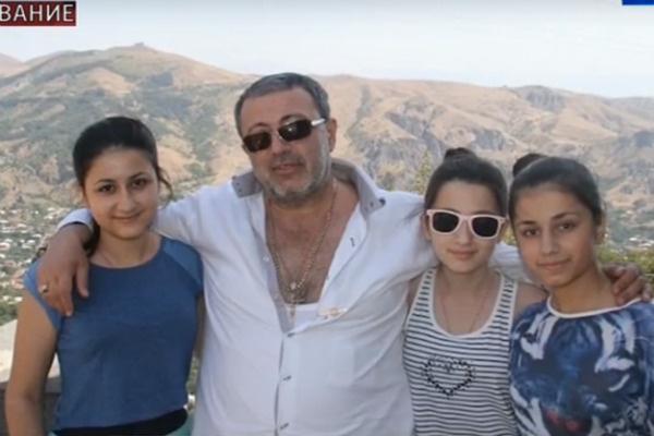 Девочки зарезали своего отца 27 июля