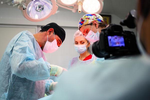 Блохин считается специалистом высокого уровня в разных видах пластических операций