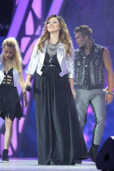 На закрытии «Новой волны» Жасмин появилась в объемном платье