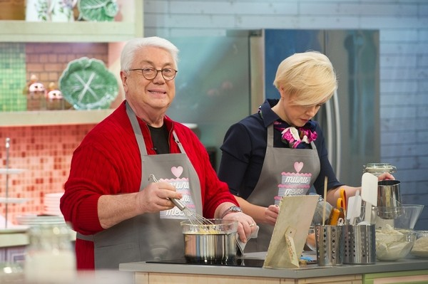 Владимир Винокур показывает свое кулинарное мастерство