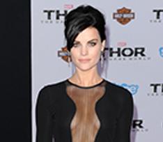 Девочка-скандал: 12 самых обсуждаемых платьев 2013 года