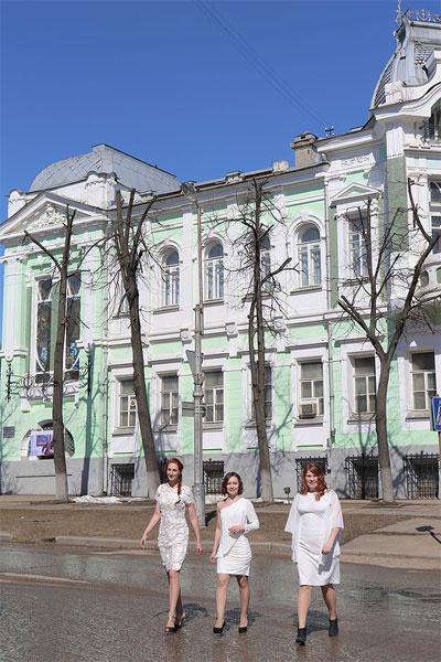 Даже на центральной улице Иванова жениха днем с огнем не сыщешь