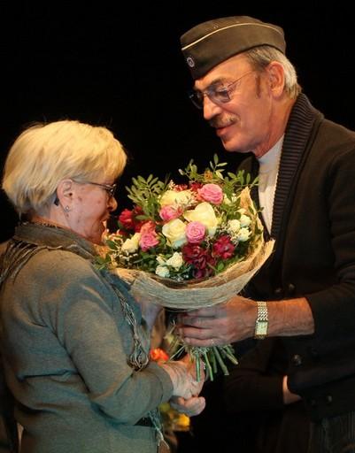 В финале члены жюри получили цветы от Михаила Боярского