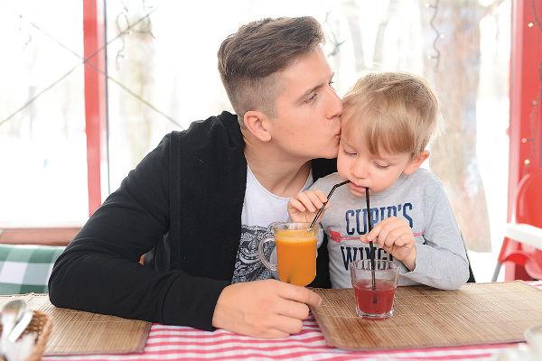 Денис Косяков стал отцом во второй раз