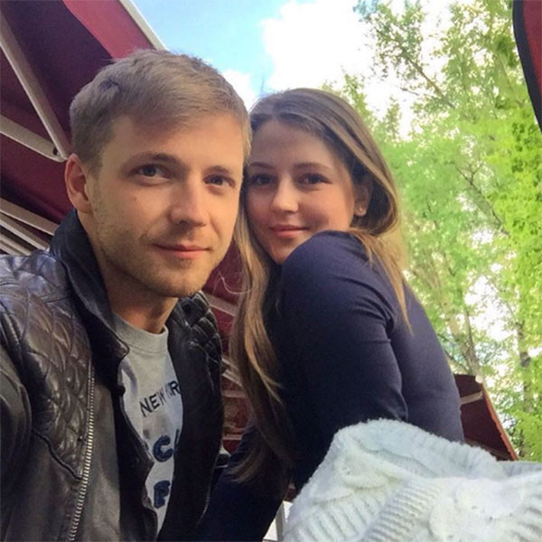 «Люблю», - лаконично и емко подписал фото с Анной Михайловской Тимофей Каратаев