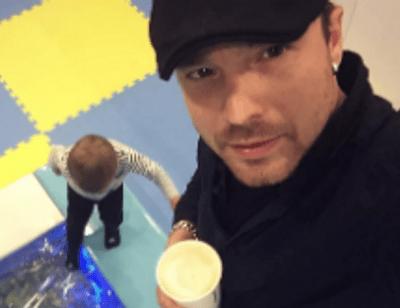 Алексей Чадов перестал скрывать лицо сына