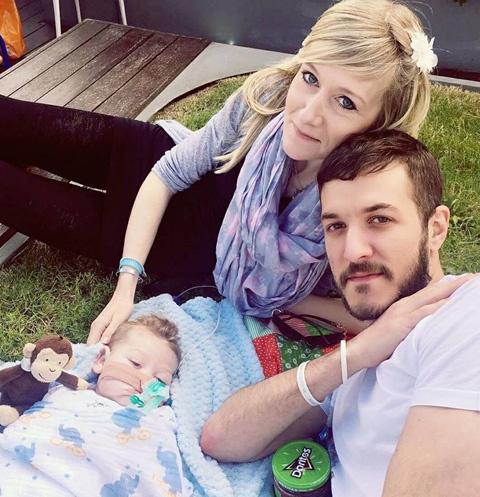 Семья Гард боролась до последнего за жизнь сына