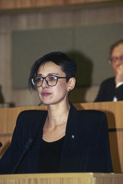 Ирина Хакамада на заседании Госдумы. 1994 год