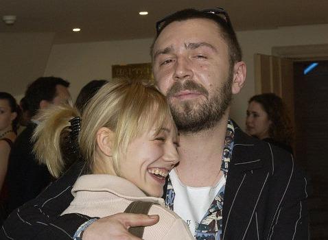 Сергей Шнуров и Оксана Акиньшина встретились спустя 11 лет после расставания