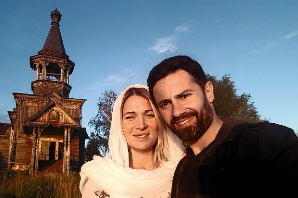 В новой программе «Святыни России» на канале «Спас» пара путешествует по местам силы