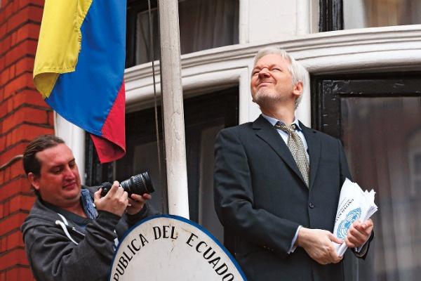 Джулиан Ассанж скрывается в посольстве Эквадора с июня 2012-го