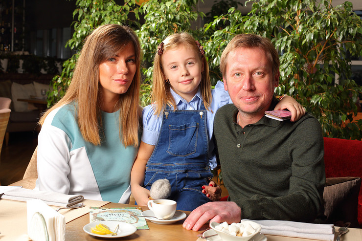 Михаил Трухин с женой Анной и дочкой Соней