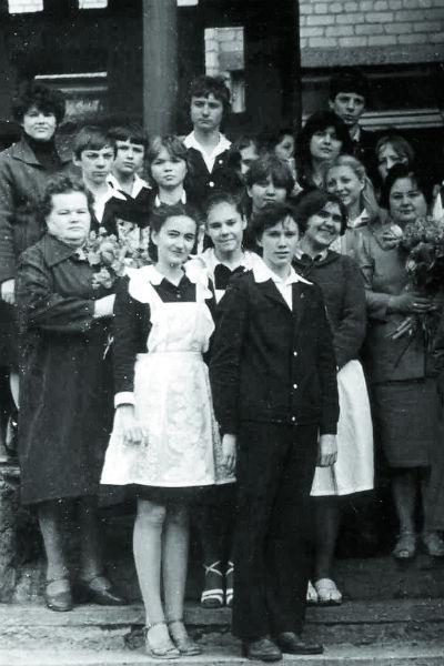 В школе Миронов был любимцем девушек,1982 год