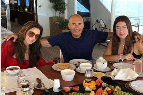 Игорь Крутой с женой Ольгой и младшей дочерью Александрой