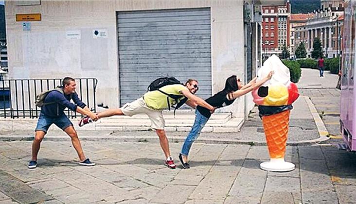 В Италии друзья сделали много смешных фотографий