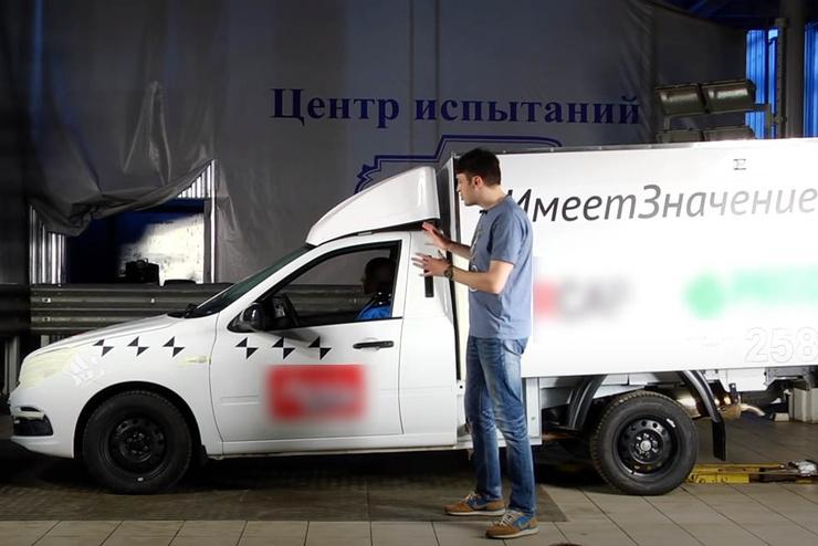 Фургон, полностью похожий на тот, за рулем которого был Сергей Захаров