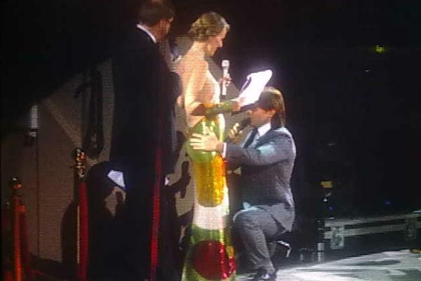 Андрей Малахов поцеловал живот Ксении и поздравил с счастливым событием